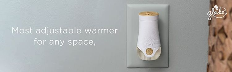 Start your journey to a fresh-smelling room by taking the cap off of the fragrance refill.