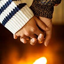 The cozy feeling of a warm fireside spreads as this welcomingly spiced aroma swirls the air.